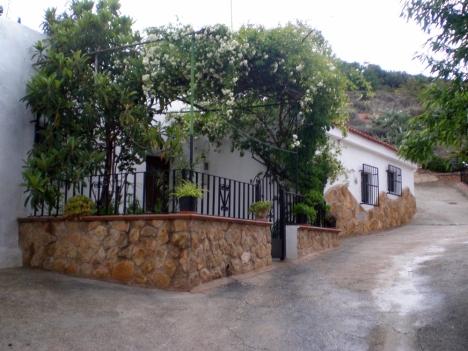 Cueva-Elvira-Fachada