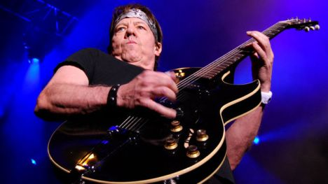 GeorgeThorogood_EDIIMA20130707_0207_13 BLUES 2013
